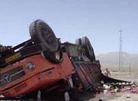 واژگونی یک دستگاه کامیون 901 در جاده فیض آباد