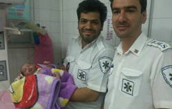 نجات جان مادر و نوزاد یزدلی توسط تکنسین های اورژانس